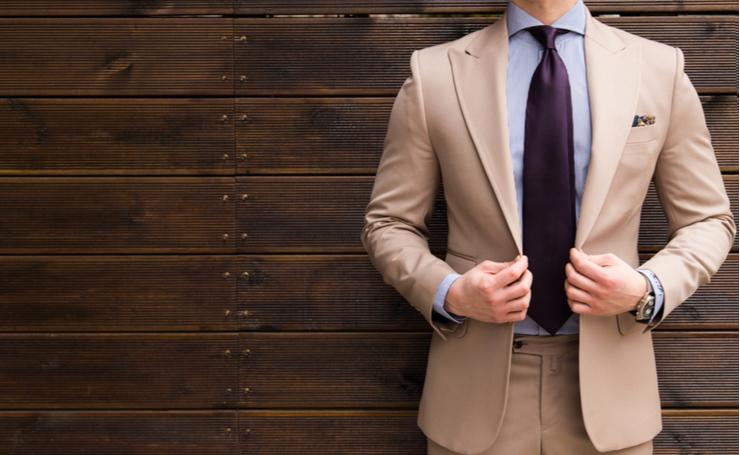 スーツをクリーニングに出す時のポイントや、受け取った後の注意点